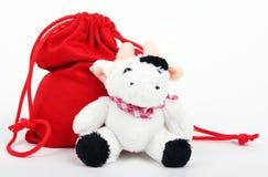 Vaca y bolso con los regalos Foto de archivo