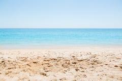 Vacaciones de la playa, playa vacía imagenes de archivo