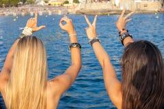Vacaciones de verano del amor de las adolescencias Imágenes de archivo libres de regalías