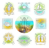 Vacaciones de verano, emblemas de las vacaciones y del viaje, muestras y etiquetas Imagen de archivo