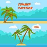 Vacaciones de verano Sistema de banderas del estilo de la historieta con las palmas y la playa Fotos de archivo libres de regalías