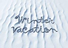 Vacaciones del invierno, palabras en nieve Fotos de archivo libres de regalías