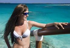 Vacaciones - muchacha - mar tropical - Polinesia Fotografía de archivo