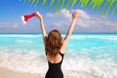 Vacaciones turísticas del Caribe de la Navidad de la mujer de Santa Fotos de archivo libres de regalías