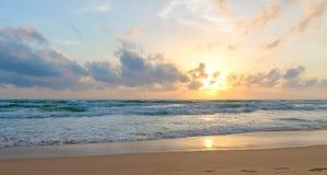 Vacances à la mer pendant le coucher du soleil Photos libres de droits