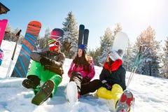 Vacances avec des amis sur la montagne Image libre de droits