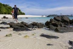 Vacances avec des amis sur la plage Image libre de droits