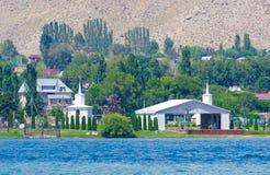 Vacances d'été au Kirghizistan près du lac Issyk-Kul photos libres de droits