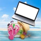 Vacances d'été en bord de la mer de plage Lieu de travail travaillant en indépendant Image stock