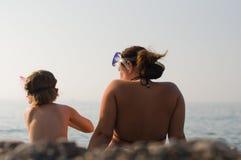Vacances d'été heureuses. La Mer Noire, Ukraine Photographie stock