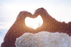 Vacances d'hiver heureuses, signe d'amour de coeur Image stock