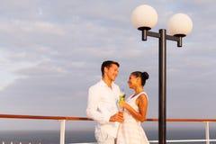 Vacances de couples de nouveaux mariés Photographie stock