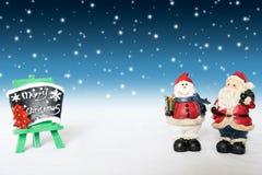 Vacances de décoration de Noël avec Santa Claus et le bonhomme de neige sur le sno Photo stock