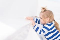 Vacances de famille inoubliables en mer L'enfant apprécient des vacances sur le bateau de croisière Bateau de croisière de vacanc Photographie stock libre de droits