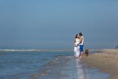 Vacances de famille par la mer Photographie stock libre de droits
