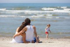 Vacances de famille par la mer Image stock