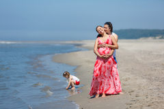 Vacances de famille par la mer Images stock