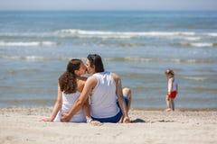 Vacances de famille par la mer Photo stock