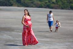 Vacances de famille sur la plage Photographie stock libre de droits