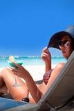Vacances de luxe pour la femme. Plage tropicale blanche. image stock