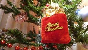 Vacances de Noël, paquet de Joyeux Noël dans l'arbre de xmass clips vidéos