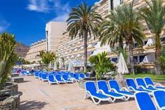 Vacances de Sun à la piscine de l'hôtel de Lago Taurito de paradis Photographie stock