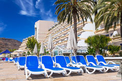 Vacances de Sun à la piscine de l'hôtel de Lago Taurito de paradis Image stock