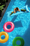 Vacances de vacances d'été été Anneaux de flotteur, flottement de matelas Photos stock