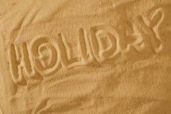 Vacances de Word Été dans le signe de symbole de sable photos stock