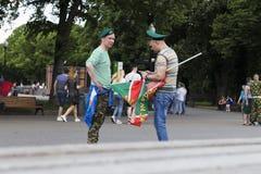 Vacances des personnes d'armée de VDV dans l'uniforme images libres de droits
