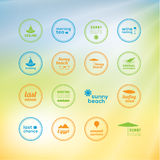 Vacances ensoleillées ! 16 marques créatives - icônes avec des vacances d'été Image libre de droits