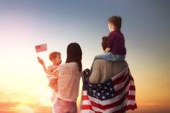 Vacances patriotiques et famille heureuse Image stock