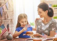 Vacances patriotiques Famille heureux Photographie stock