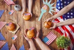Vacances patriotiques Famille heureux Images libres de droits