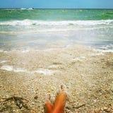Vacances rêveuses sur le rivage d'océan images stock