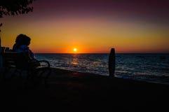 Vacances sur le rivage de coucher du soleil Photo libre de droits