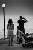 Vacances sur le rivage de coucher du soleil Image libre de droits