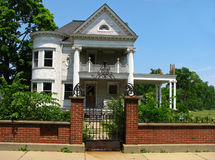 Vacant Victorian. Old and vacant Victorian style house Royalty Free Stock Photos