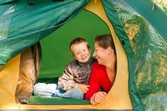 Vacanza in campeggio della famiglia sulla vacanza Fotografia Stock Libera da Diritti