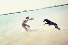Vacanza con il cane fotografie stock