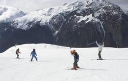 Vacanza del pattino del bambino in Alpes Immagini Stock Libere da Diritti