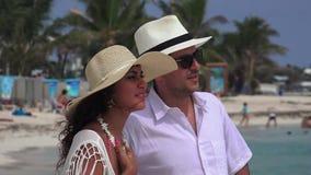 Vacanza della moglie del marito della coppia sposata stock footage