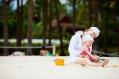 Vacanza della spiaggia della famiglia Fotografie Stock Libere da Diritti