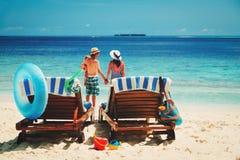 Vacanza della spiaggia della famiglia Immagini Stock