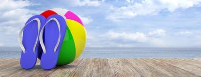 Vacanza della spiaggia di estate Flip-flop e beach ball sulla piattaforma di legno, sul mare blu e sul fondo del cielo, insegna,  Immagine Stock Libera da Diritti