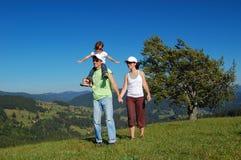 Vacanza di estate della famiglia in montagne Fotografia Stock Libera da Diritti