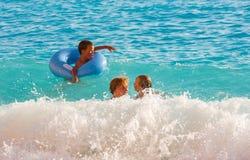 Vacanza di famiglia sul mare ionico di estate immagine stock libera da diritti