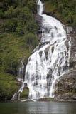 Vacanza e viaggio di turismo Montagne e cascata sul fiordo Nærøyfjord in Gudvangen, Norvegia, Scandinavia Fotografie Stock Libere da Diritti
