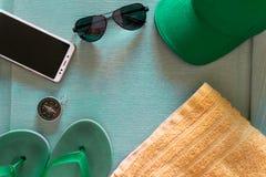 Vacanza estiva Fondo di vacanza con gli accessori della spiaggia immagine stock