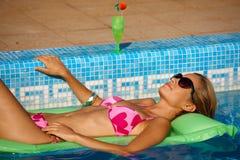 Vacanza estiva nella piscina Fotografia Stock